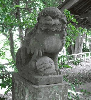 汁守神社の入り口を守る狛犬